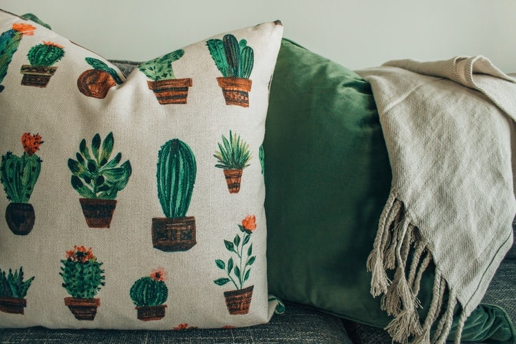 How to Measure A Throw Pillow