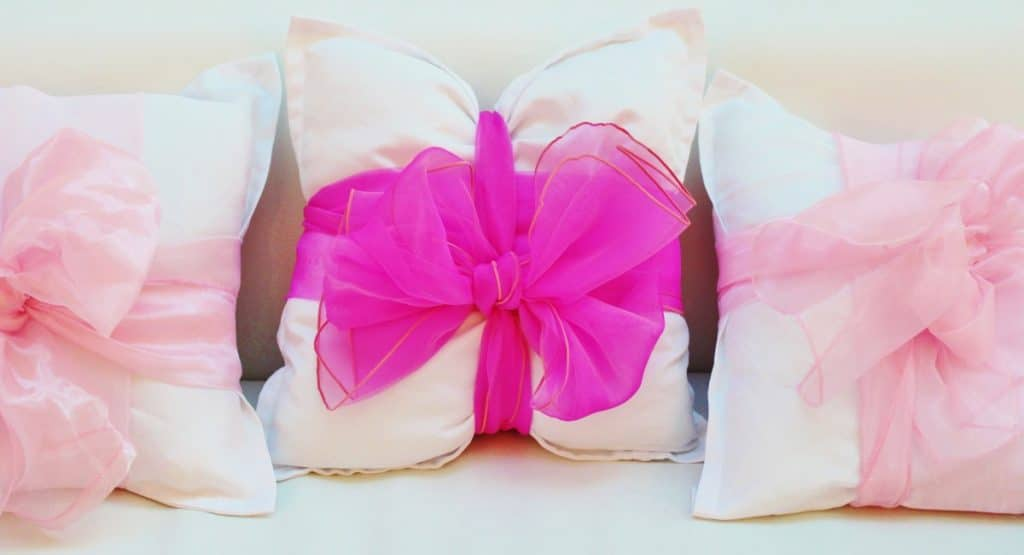 how to make a bow pillow
