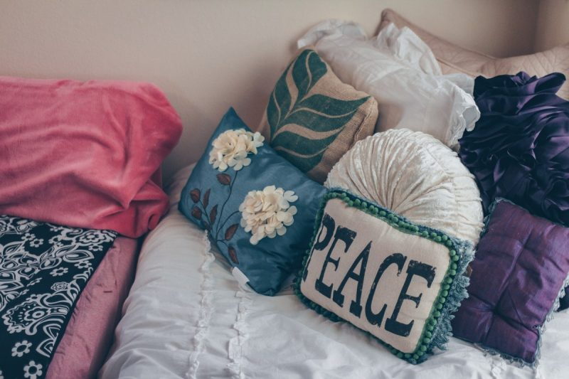 how to make a pillow bed