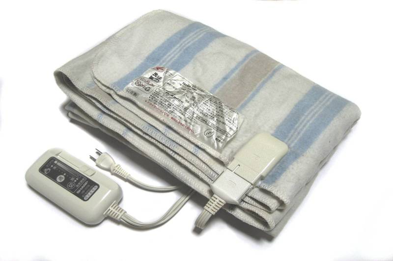how does an electric blanket work