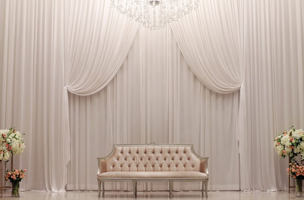 what color curtains with red walls