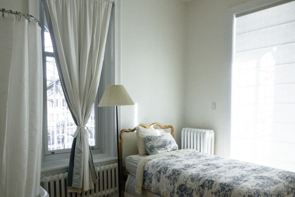 how to drape curtains over rods