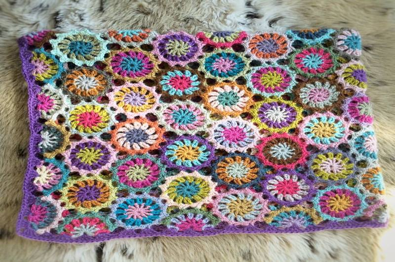 how to crochet a flower blanket