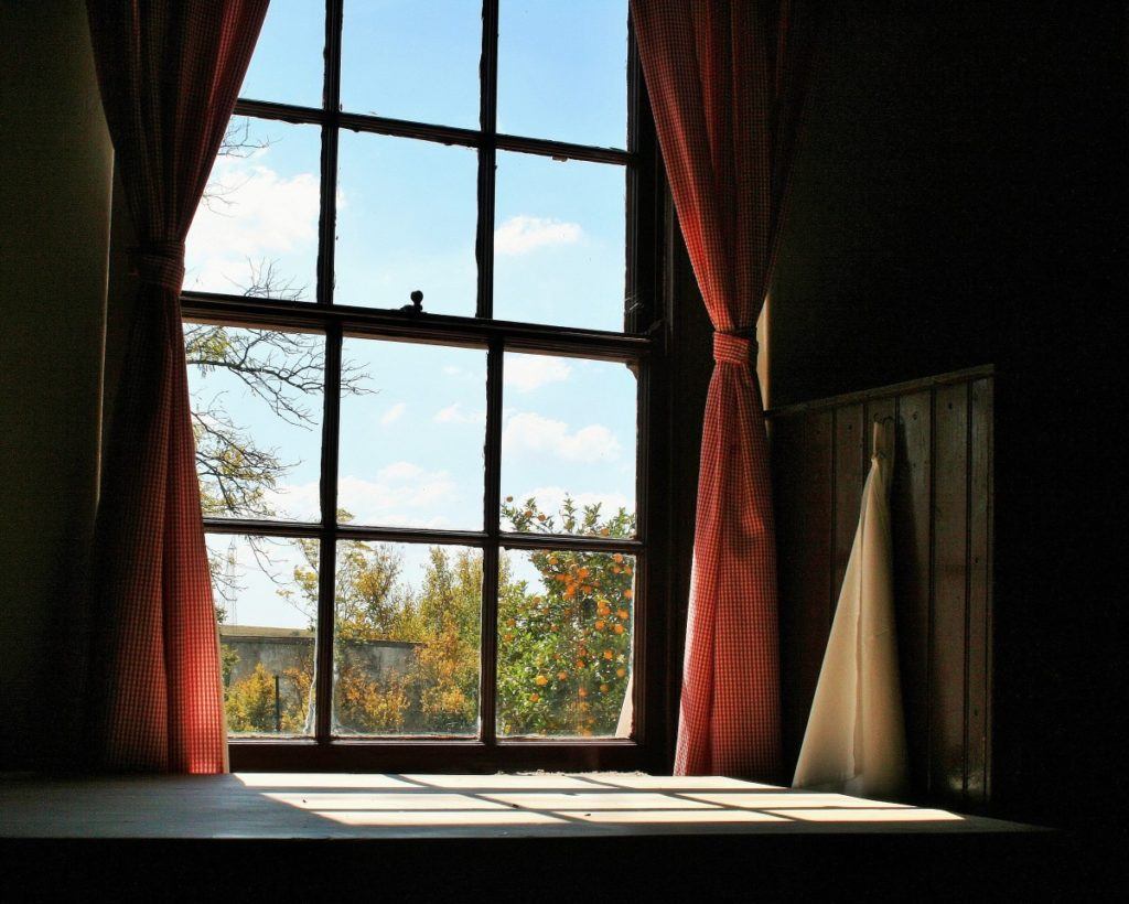 how to darken a room without curtains