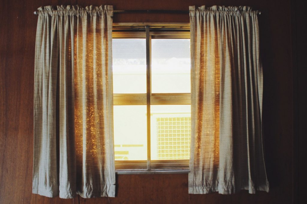 how to get grommet curtains to hang correctly