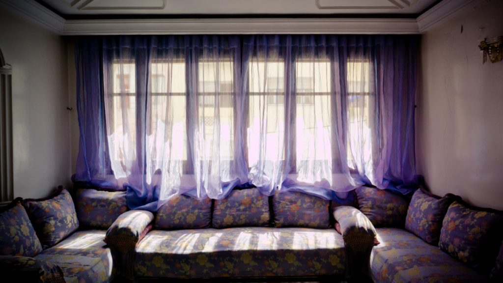 how to tie curtains in the middle