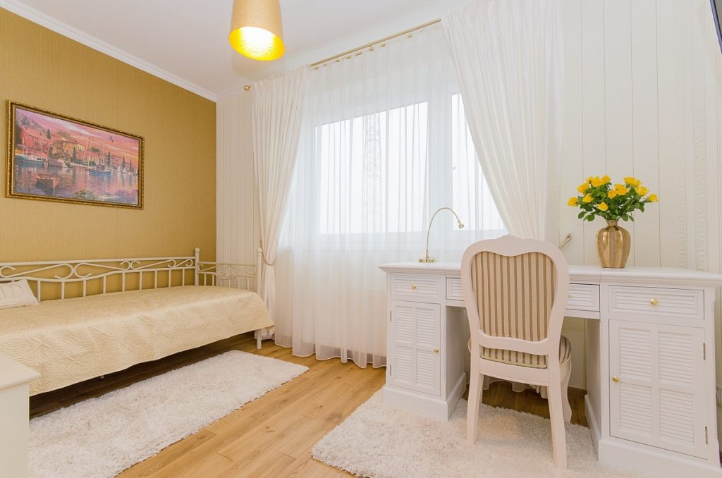 what color curtains goes with yellow walls