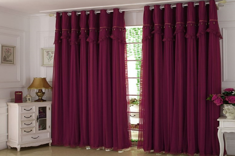what colors go with burgundy curtains