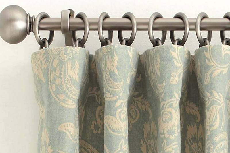 How to Hang Curtains With Hooks on a Pole
