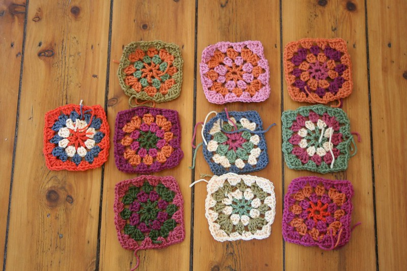 how many granny squares in a baby blanket