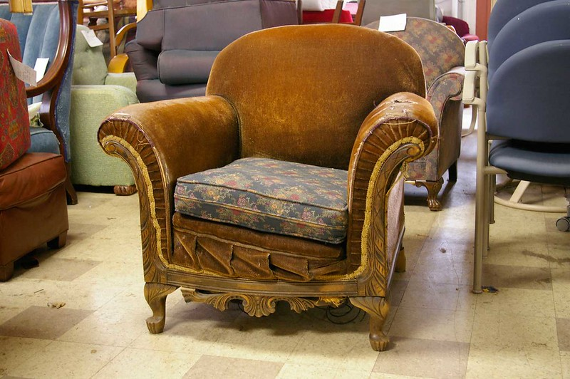 how much to reupholster a chair
