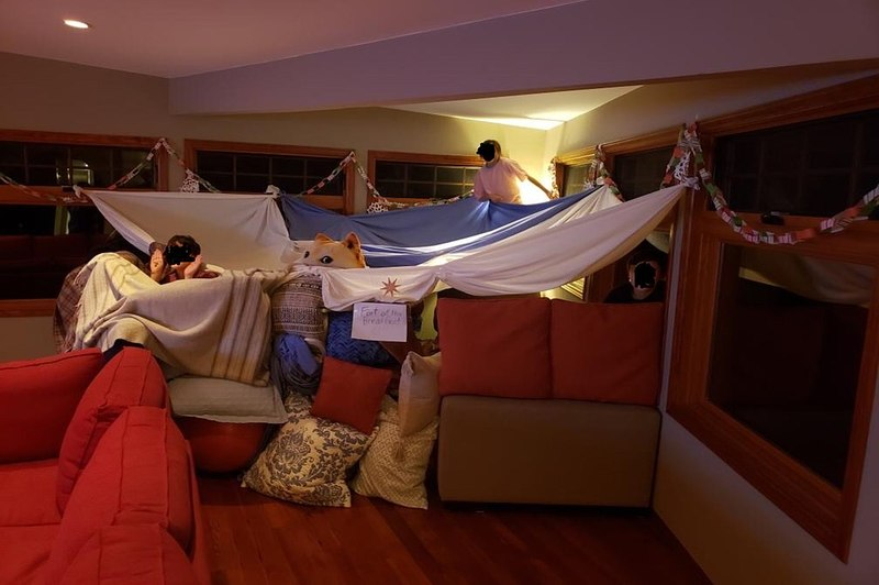how to make a blanket fort over your bed