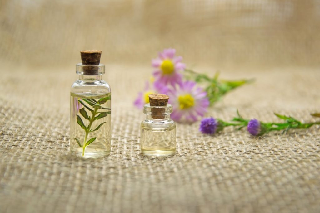 how to make lavender oil spray for bed bugs