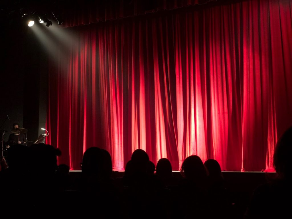 how to make theater curtains