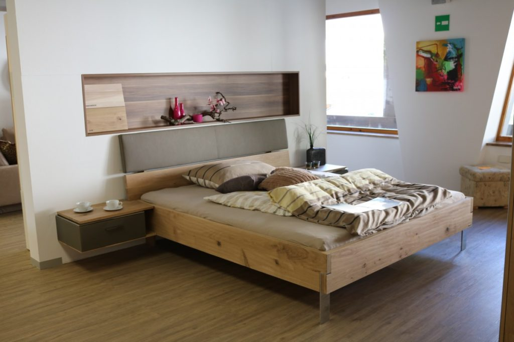 how to paint a wooden bed