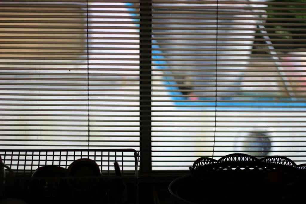 where should café curtains hang