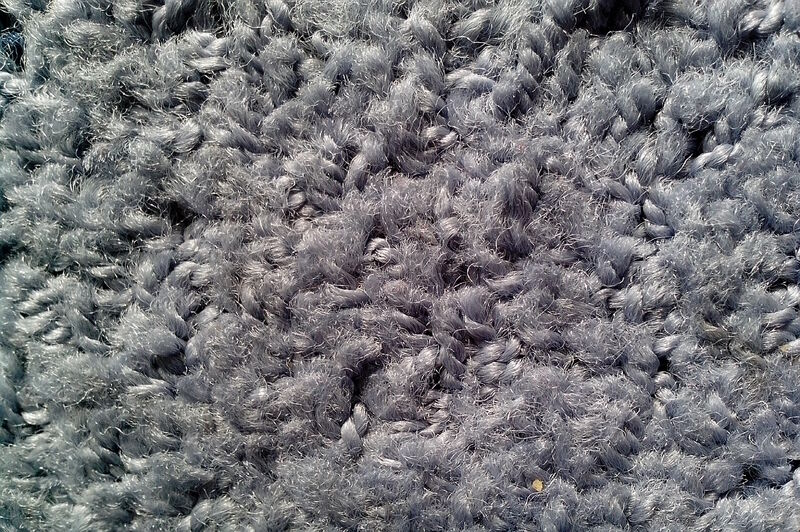 how to remove lint from fleece blanket