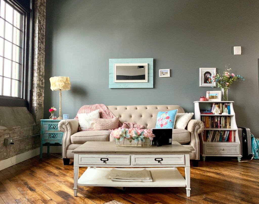 how wide is a loveseat