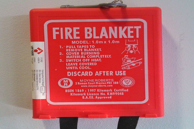 when should you use a fire blanket
