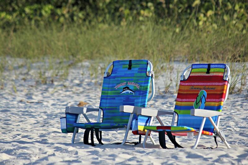how to fold tommy bahama beach chair