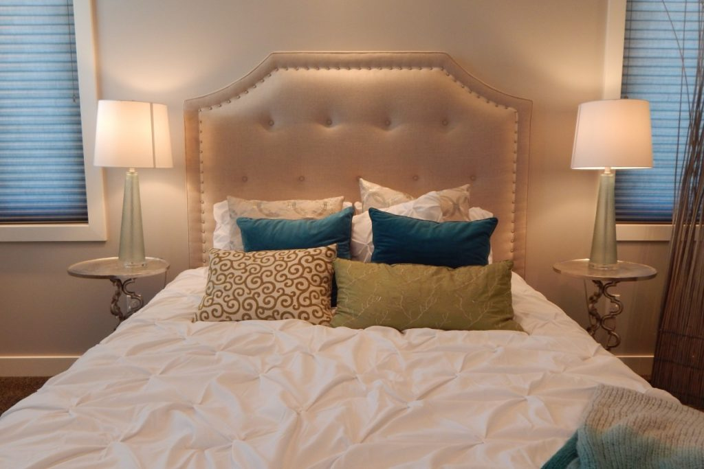 how to put on a bed skirt