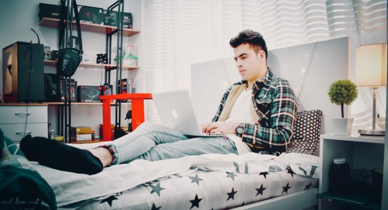 how to sit comfortably in bed