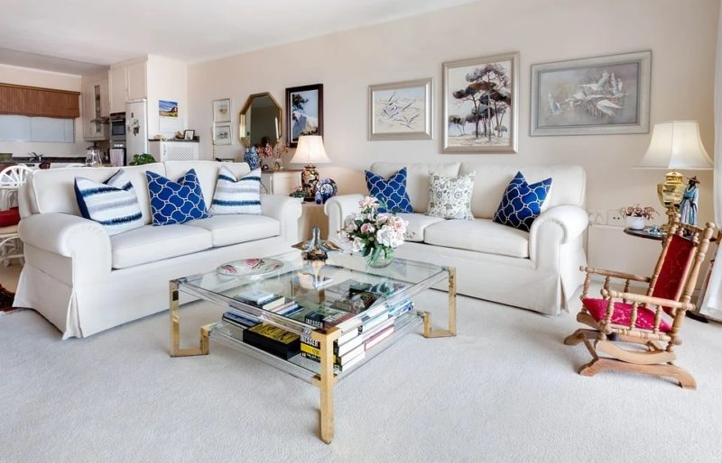 what color sofa goes with beige walls