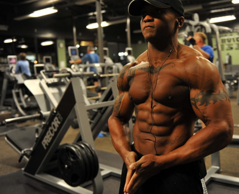 what do bodybuilders eat before bed
