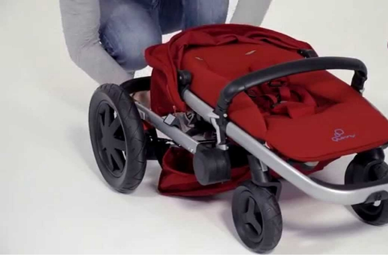 collapse a Quinny Zapp XTRA 2 Stroller