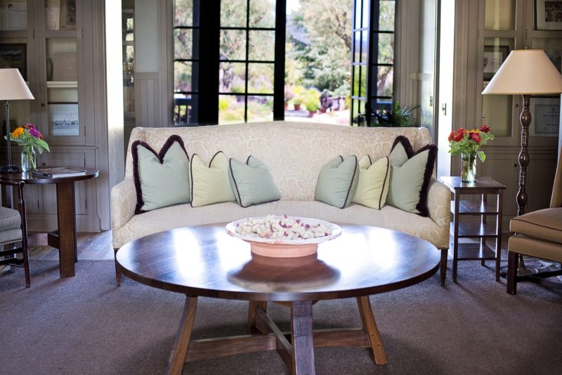 what furniture goes with a leather loveseat