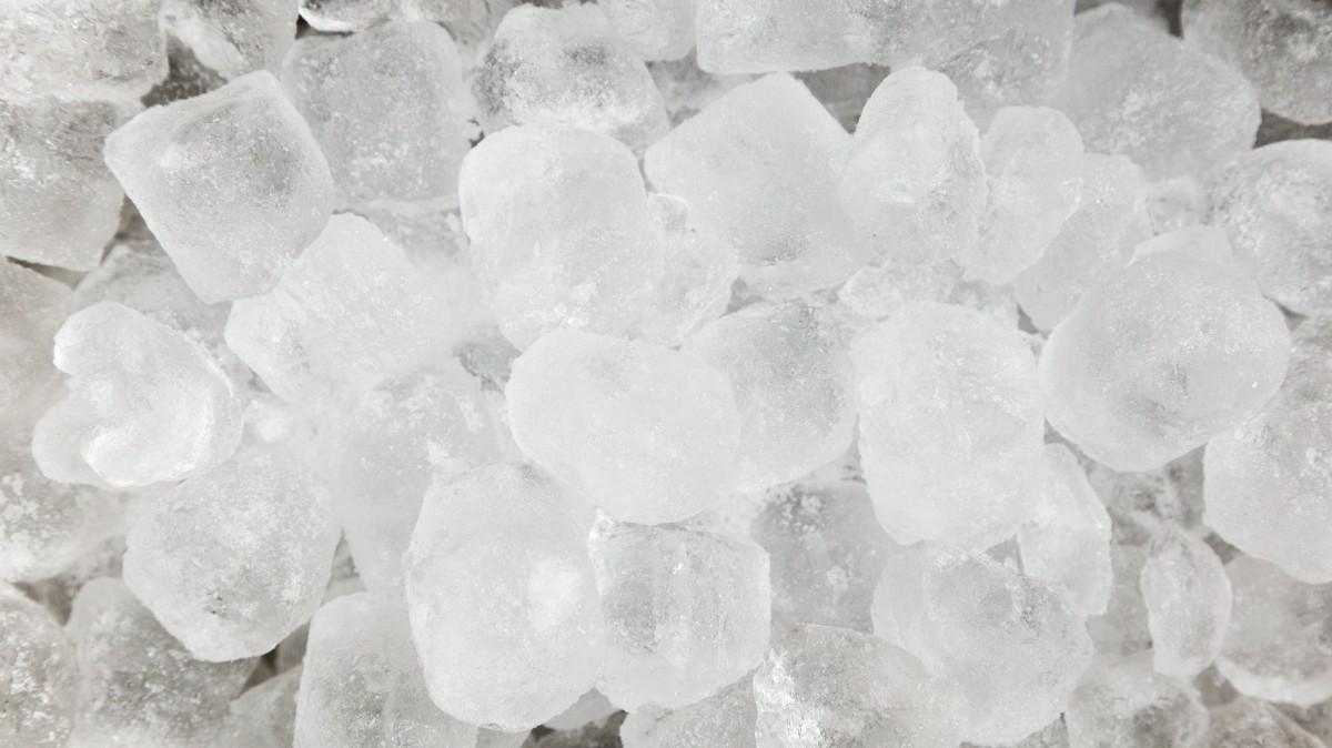 how do fridge ice makers work