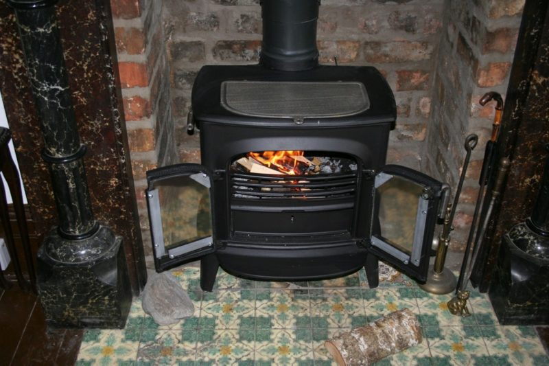 how to seal wood stove chimney pipe