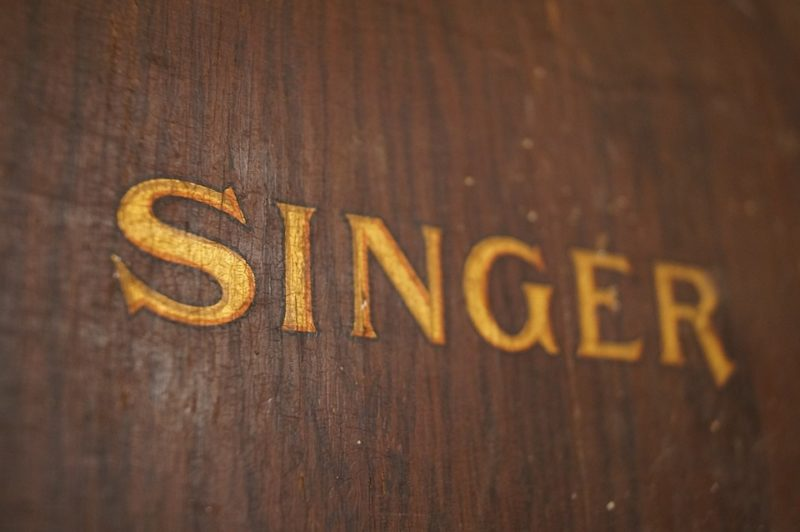who makes singer sewing machines