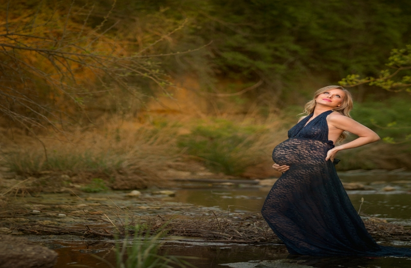 How to Pose Maternity Photos