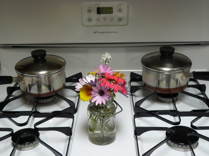how to clean Frigidaire stove top