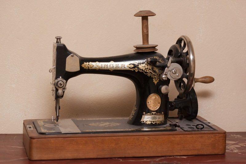 how to fix a singer sewing machine bobbin case