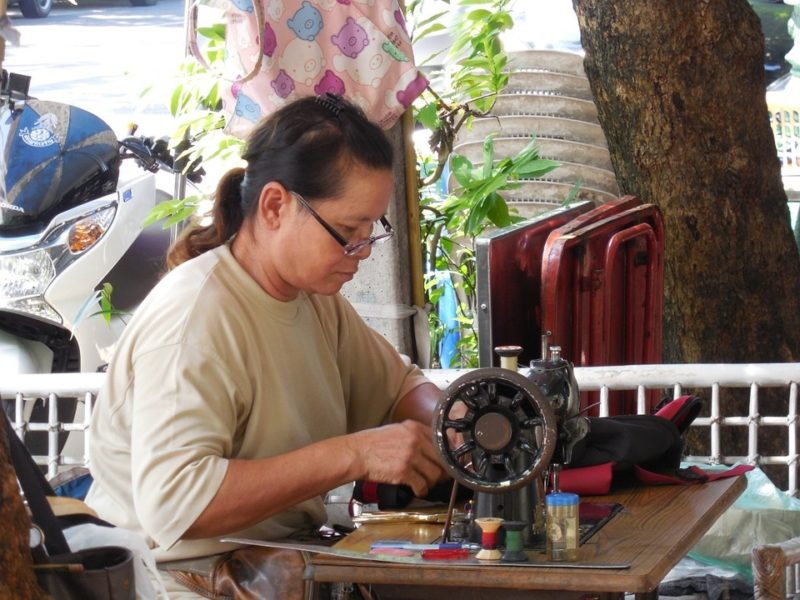 who makes bernette sewing machines